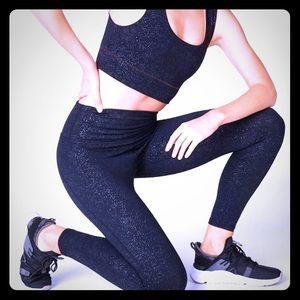 Fabletics sports bra and 7/8 leggings